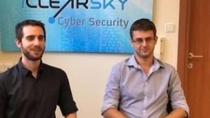 ايال سيلع من كليرسكاي، يسار، وسيرغي شيكيفيتش في مكتبهم في تل أبيب. (Shoshanna Solomon/The Times of Israel)