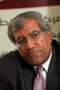 خليل الشقاقي، مدير المركز الفلسطيني للبحوث السياسية والمسحية، في مكتبه في رام الله، 14 يونيو، 2011. (Yossi Zamir/Flash90)