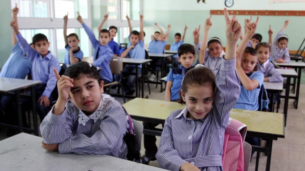 صورة توضيحية : اطفال فلسطينيين في اول يوم في السنة الدراسية في رام الله، الضفة الغربية، 4 سبتمبر 2011 (Issam Rimawi/Flash90)