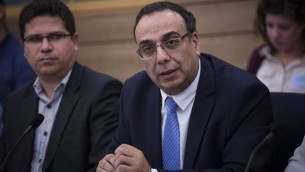 مدير مكتب الاعلام الحكومي نيتسان حين في الكنيست، 9 فبراير 2016 (Hadas Parush/Flash90)