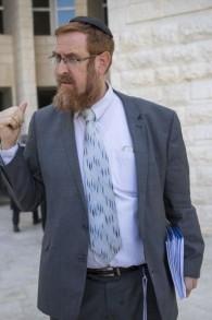 عضو الكنيست من حزب الليكود يهودا غليك خارج المحكمة العليا في القدس، 28 مارس 2017 (Yonatan Sindel/ Flash90)