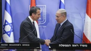 رئيس الوزراء بينيامين نتنياهو يلتقي بالمستشار النمساوي كريستيان كيرن في مكتب رئيس الوزراء في القدس، 25 أبريل، 2017. (Amit Shabi/Flash90)