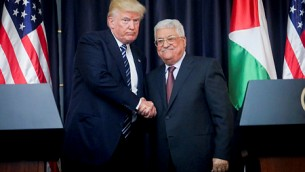 الرئيس الفلسطيني محمود عباس والرئيس الأمريكي دونالد ترامب يحضران مؤتمرا صحفيا مشتركا في مدينة بيت لحم بالضفة الغربية في 23 مايو 2017. (Flash90)