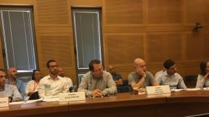 مشاركون في اجتماع لجنة الاصلاح في 31 يوليو / تموز بشأن الخيارات الثنائية. (Times of Israel staff)