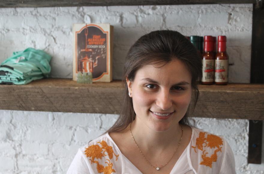 أسست كيري برودي تورتش إيما بعد اعطاء دروس الطبخ للاجئين في شقتها في وقت فراغها. (Ben Sales/JTA)