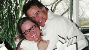 فريد توربيد، الذي انتحر بعد أن استولت شركة خيارات ثنائية إسرائيلية على أمواله، مع زوجته ماريا شافيس-توربيد. (Courtesy)
