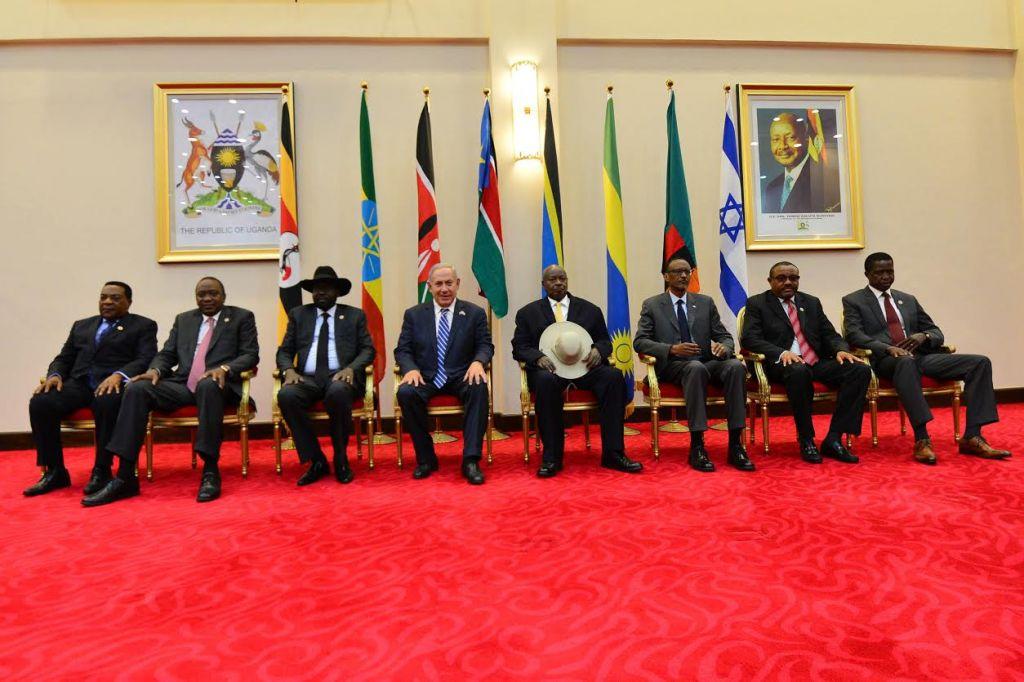 رئيس الوزراء بنيامين نتنياهو يلتقي بقادة افريقيين في اوغندا، 4 يوليو 2016 (Kobi Gideon/GPO)
