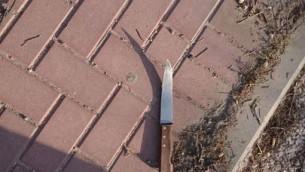 سكين استُخدم في محاول هجوم طعن عند مفرق تبواح في الضفة الغربية، 19 أغسطس، 2017. (Police Spokesperson)