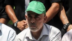 قائد حماس في غزة يحيى السنوار في خان يونس، 22 يوليو 2017 (AFP Photo/Said Khatib)