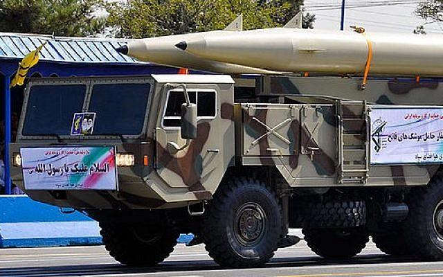 صورة توضيحية: الصاروخ الباليستي فاتح 110، الذي تم عرضه في موكب القوات المسلحة الإيرانية في عام 2012. (military.ir/Wikimedia Commons)
