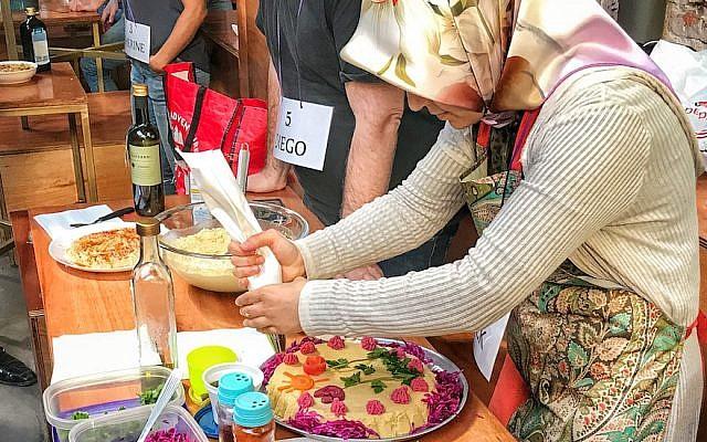 بيزانور أورس التركية، الفائزة بمسابقة أفضل طبق حمص. (Courtesy of Muslim and Jewish Fans of Hummus)