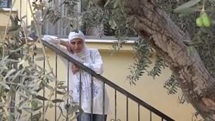الشاعرة الفلسطينية دارين طاطور تتحدث عن اعتقالها المنزلي، سبتمبر 2016. (Screen capture: YouTube)