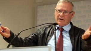 عاموس يادلين، المدير السابق للاستخبارات العسكرية والرئيس الحالي لمعهد دراسات الأمن القومي. (Gideon Markowicz/Flash90)
