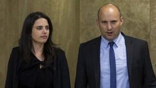 وزيرة العدل ايليت شاكيد، ووزير التعليم نفتالي بينيت. (Yonatan Sindel/Flash90)