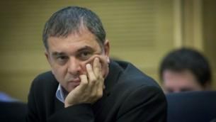 المدير العام لوزارة الاتصالات شلومو فيلبر في اجتماع لجنة الكنيست في 24 يوليو 2016. (Yonatan Sindel/Flash90)