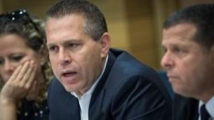 وزير الأمن العام غلعاد اردان يحضر اجتماعا في الكنيست، القدس، 17 مايو 2017. (Yonatan Sindel/Flash90)