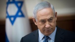 رئيس الوزراء بينيامين نتنياهو يترأس الجلسة الأسبوعية للحكومة في القدس، 10 سبتمبر، 2017 (Yonatan Sindel/Flash90)