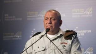 رئيس هيئة أركان الجيش الإسرائيلي اللفتنانت جنرال غادي آيزنكوت خلال كلمة له في 'مؤتمر هرتسليا' في المدينة الإسرائيلية الساحلية، 20 يونيو، 2017. (Hagai Fried/Herzliya Conference)