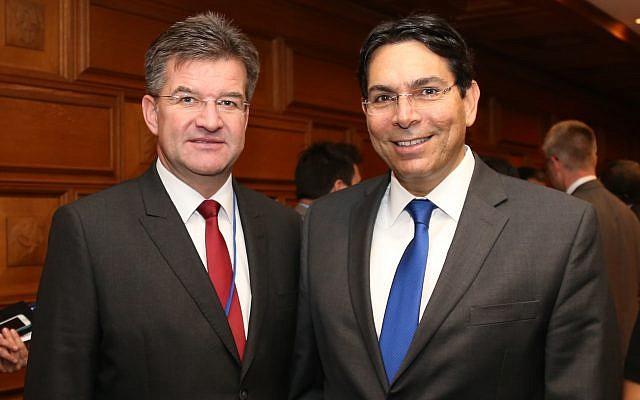 رئيس الجمعية العامة للأمم المتحدة ميروسلاف لايتشاك، من اليسار، ونائب رئيس الجمعية العامة للأمم المتحدة داني دنون، سفير إسرائيل لدى المنظمة الدولية. (Foreign Ministry)