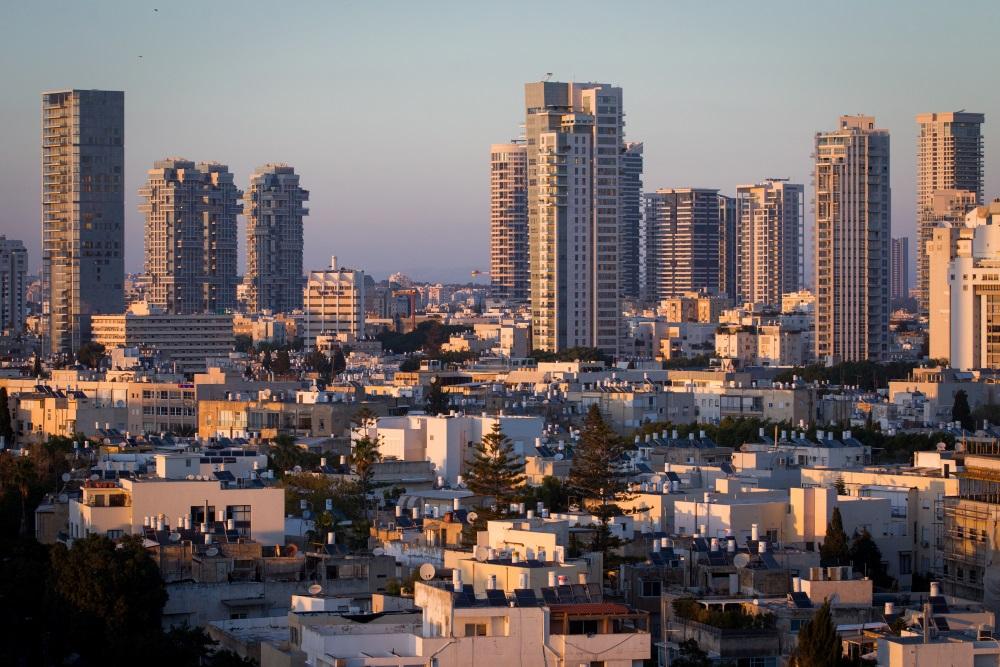 متوسط سعر سقة بثلاث غرف في تل أبيب يصل إلى ما يقرب مليون دولار. (Miriam Alster/Flash90)