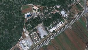 صور فضائية لمركز بحوث جمرايا، الذي ورد ان طائرات اسرائيلية قصفته ليلة الاربعاء، 7 سبتمبر 2017 (screen capture: Google Earth)