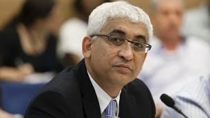 مفوض الخدمة المدنية المنتهية ولايته موشيه دايان، شارك في لجنة مراقبة الدولة في الكنيست، القدس، 18 يونيو / حزيران 2013. (Flash90)