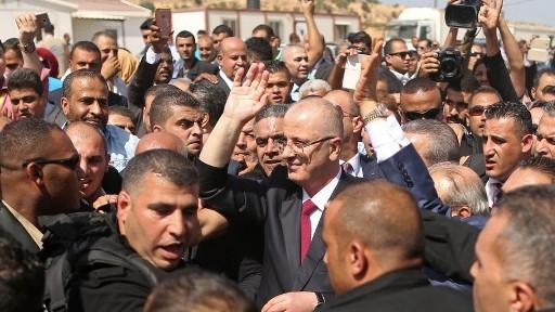 رئيس الوزراء الفلسطيني رامي الحمد الله يصل معبر ايريز في بيت حانون، 2 اكتوبر 2017 (AFP PHOTO / MAHMUD HAMS