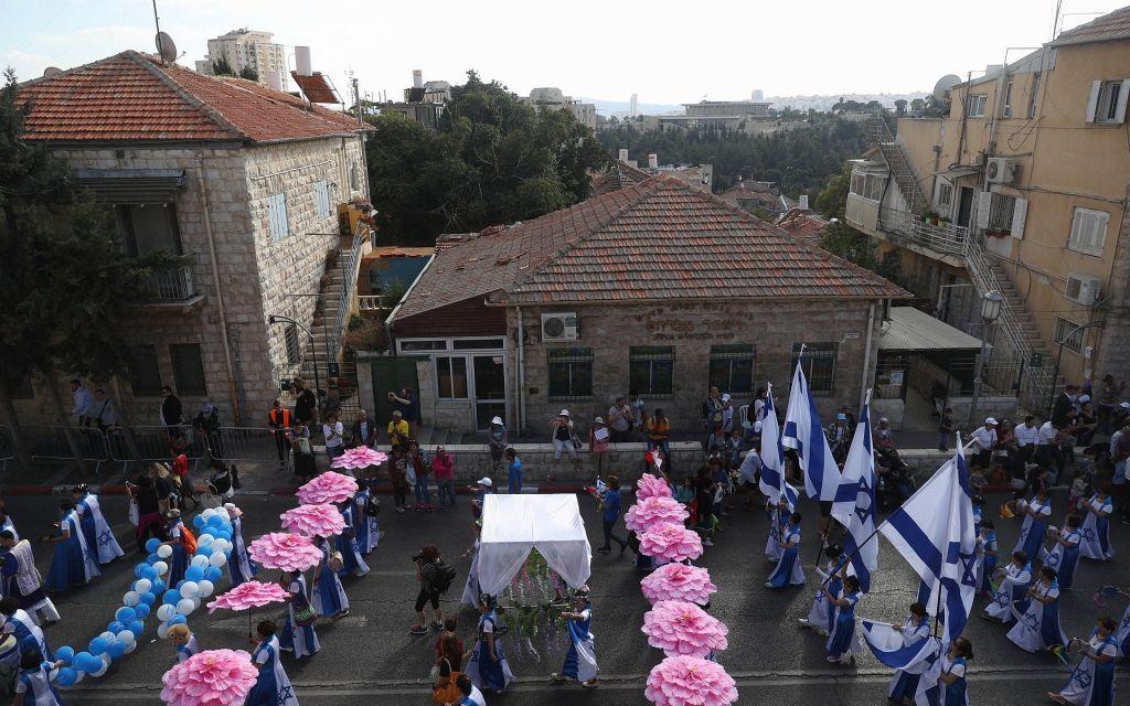 مؤيدون لإسرائيل يشاركون في 'مسيرة القدس' السنوية خلال عيد السوكوت اليهودي في 10 أكتوبر، 2017. (المتحدث باسم بلدية القدس)