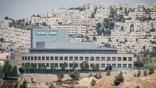 """صورة لشركة صناعة الأدوية الإسرائيلية """"طيفع"""" في القدس، 6 أغسطس، 2017. (Yonatan Sindel/Flash90)"""