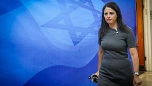 وزيرة العدل أييليت شاكيد تصل إلى الجلسة الأسبوعية للمجلس الوزاري في مكتب رئيس الوزراء في القدس، 3 سبتمبر، 2017. (Marc Israel Sellem)