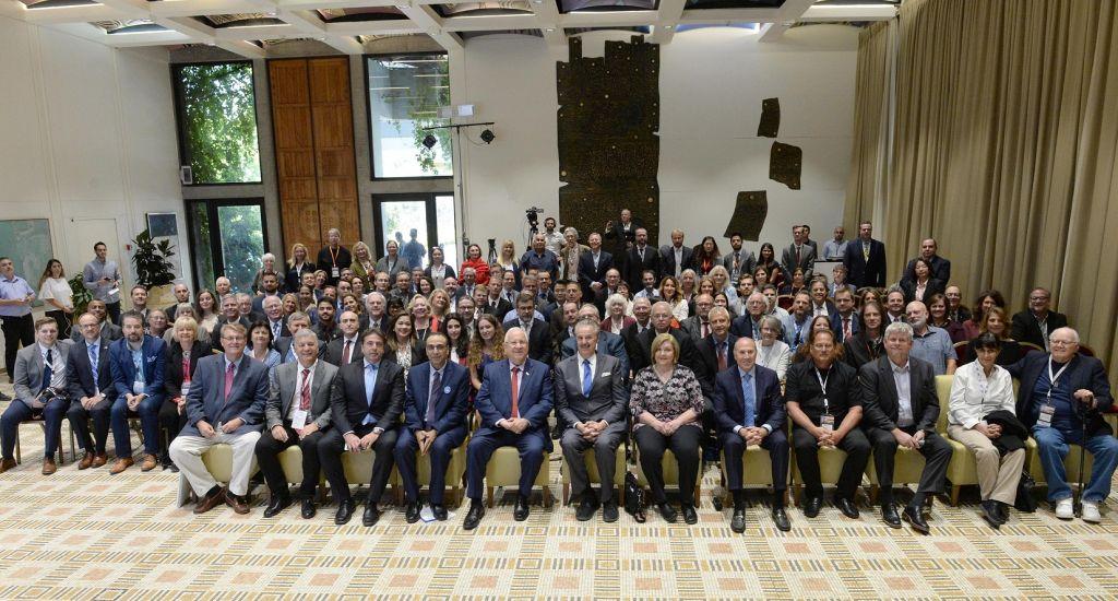 الرئيس رؤوفن ريفلين مع المشاركين في اول قمة اعلام مسيحي في القدس، 18 اكتوبر 2017 (Mark Neiman)