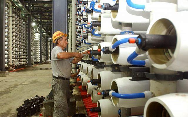 محطة لتحلية المياه في مدينة أشكلون على ساحل البحر الأبيض المتوسط. (Edi Israel/Flash90)