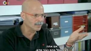 المسؤول السابق في الشين بيت يارون بلوم يتحدث في مقابلة مع القناة 10 في 15 سبتمبر 2015. (screen capture: YouTube)