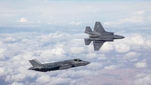 أول طائرتي شبح إسرائيليتين من طراز F-35 في في رحلتهما الأولى كجزء من سلاح الجو الإسرائيلي في 13 ديسمبر، 2016. (Israel Defense Forces)