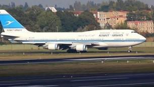 صورة توضيحية لطائرة الخطوط الجوية الكويتية تقلع من مطار برلين تيغيل في ألمانيا في سبتمبر 2014. (screen capture: YouTube)