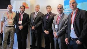 غابرييل حايون (الرابع من اليسار) مع متحدثين وضيوف آخرين في حدث للأعمال التجارية الإسرائيلية-المكسيكية في تل أبيب، 18 نوفمبر، 2015. (Courtesy)