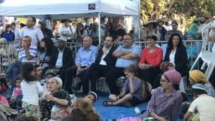 نواب من حزبي 'الليكود' و'البيت اليهودي' خلال مراسم في مستوطنة سانور التي تم إخلاؤها في شمال الضفة الغربية. (Jacob Magid/The Times of Israel)