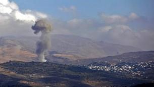 ظهور دخان من قرية حضر الدرزية السورية الجنوبية بعد تفجير انتحاري أسفر عن مقتل تسعة، في 3 نوفمبر / تشرين الثاني 2017. (Jalaa Marey/AFP)