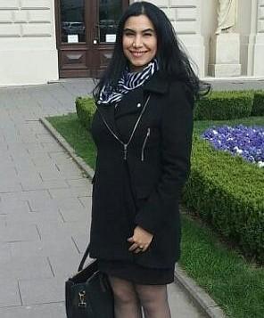 أصفهان بهلول تقف خارج جامعة وارسو. (Courtesy)