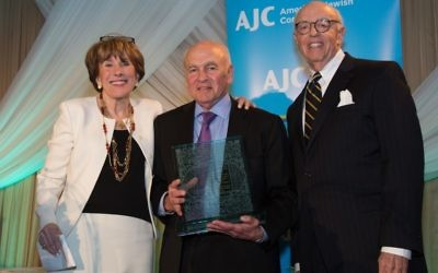 Steve Selig (center) presents the AJC award named for his family to the Ashers in 2016.