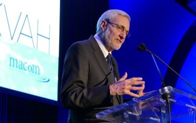 Rabbi Alvin Sugarman speaks at the Mitzvah for the Mikvah gala in March.