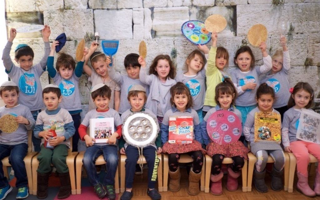 Kitah Daled-Hey at Intown Jewish Preschool is ready for Pesach. (Photo by Adam Koplan)