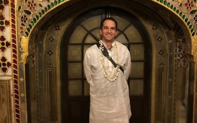 Temple Sinai member Justin Milrad gets a taste of life in India.