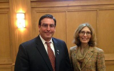 Marc Alan Urbach meets ABA President Linda Klein at the JWV breakfast meeting April 30.