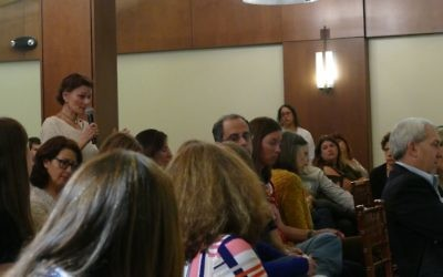Lois Frank asks Stacey Evans and Stacey Abrams about their support for Israel at a Jewish Democratic forum Feb. 22.