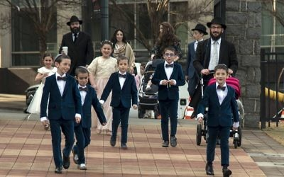 Guests of all ages make their way to the New-Farkash wedding.