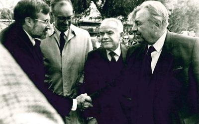 Temple Rabbi Alvin Sugarman (left), accompanied by U.S. Ambassador Thomas Pickering, is welcomed to Jerusalem by Mayor Teddy Kollek (right) and Prime Minister Yitzhak Shamir for a Martin Luther King Day address in January 1986.