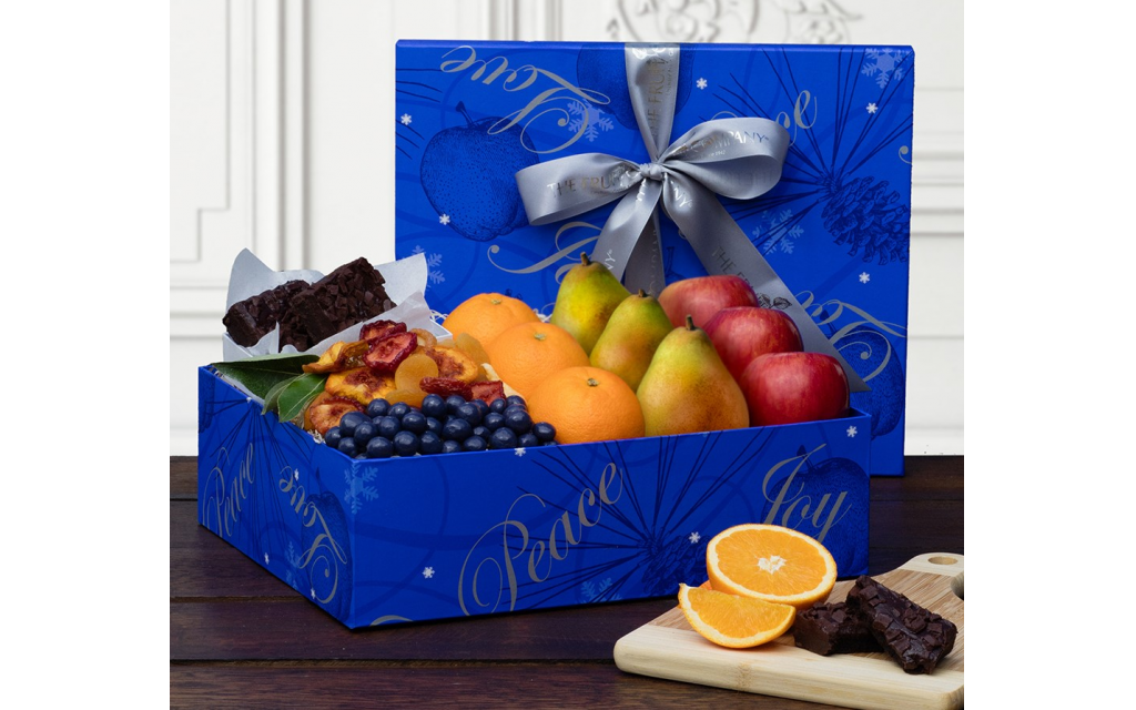 Photo courtesy of The Fruit Company // This kosher gift box is filled with beautiful orchard-fresh fruit and kosher-certified gourmet delights.