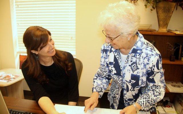 Sarah Faygie Berkowitz (left) speaks with Beth Jacob volunteer Nancy Levy. (Photo by R.M. Grossblatt)