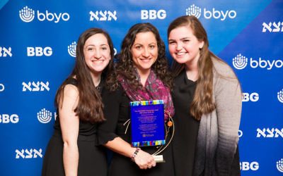 Michelle Levy (center)